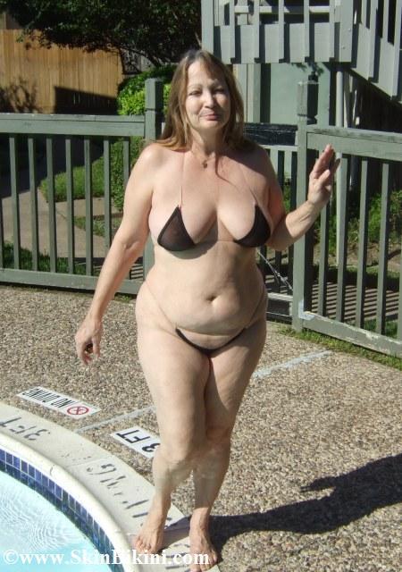 Latin big tits and round ass